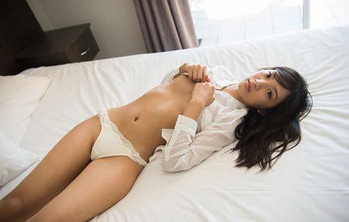 辻本杏のEカップ美巨乳おっぱ65