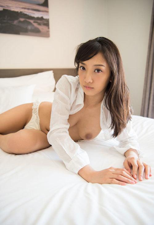 辻本杏のEカップ美巨乳おっぱ67