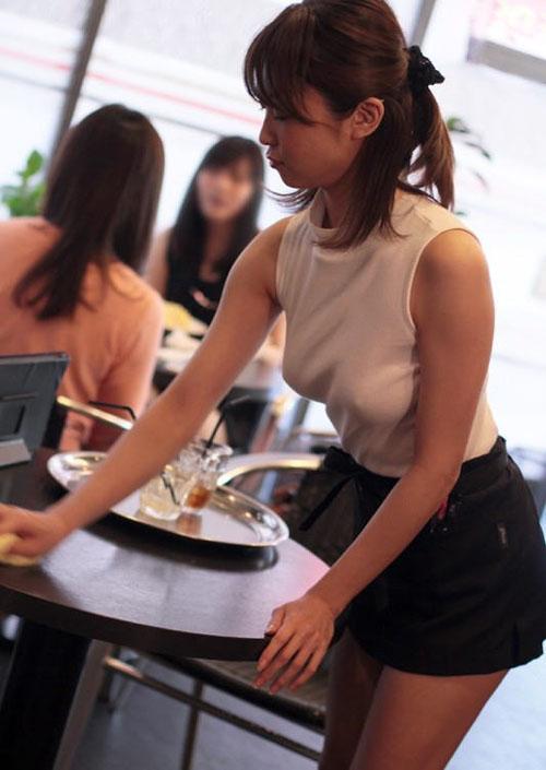 【透け乳首エロ画像】ノーブラで着衣から勃起乳首がスケスケだから思わず目が行ってしまうwww
