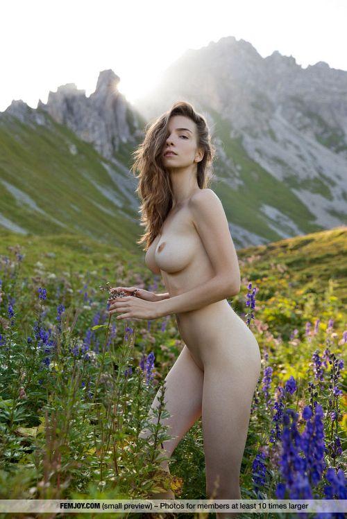 大自然にも負けない!美巨乳、美尻、奇跡のクビレ、長い美脚、マ○コさえも美しい。芸術を感じるヌードグラビアww # 外人エロ画像