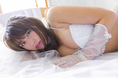 久松郁実のウエディングドレスからこぼれるおっぱい33