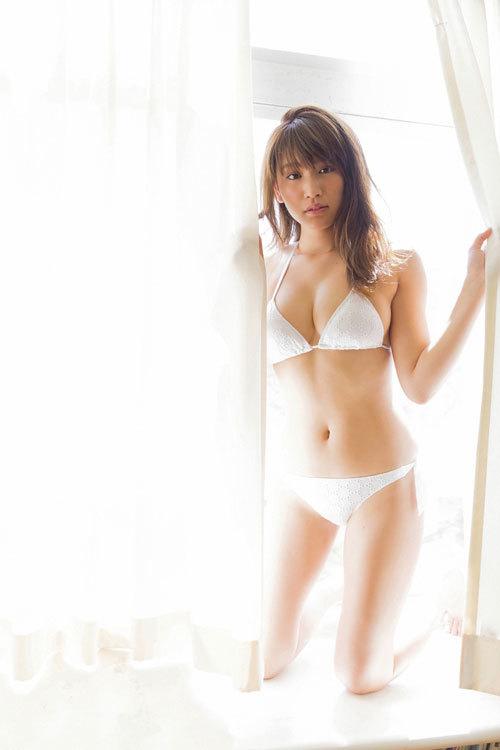 久松郁実のウエディングドレスからこぼれるおっぱい53