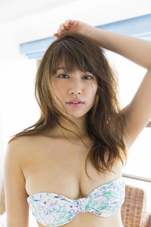 久松郁実のウエディングドレスからこぼれるおっぱい55