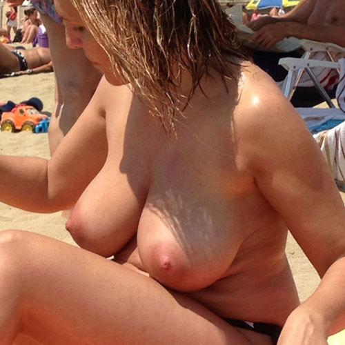 夏はやっぱりヌーディストビーチに限るな☆外国人美巨乳お乳写真