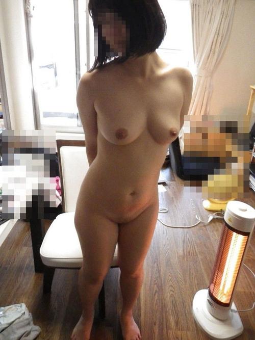 【素人ヌード】ごくごく一般的な体型のどこにでもいそうな素人女子の全裸画像