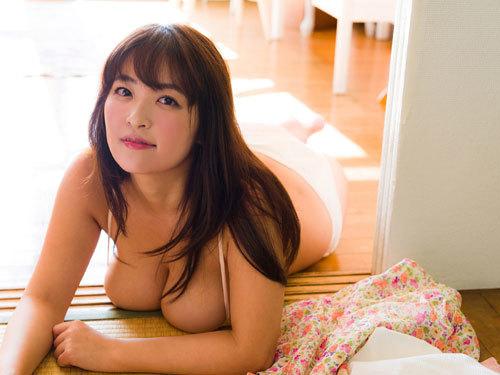 柳瀬早紀、ヤナパイがデカ過ぎて溢れ出てる16