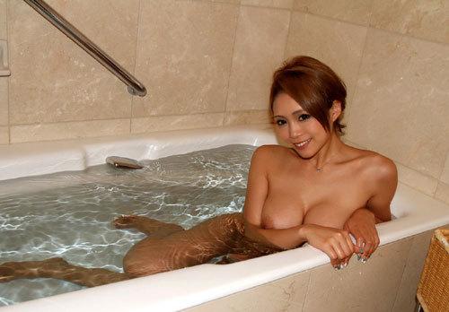 お風呂に一緒入って癒やされたいおっぱい14