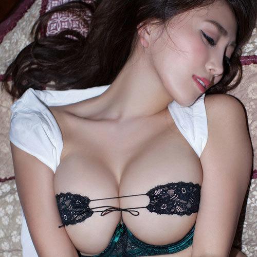 森咲智美 Gカップ美巨乳おっぱいがちっちゃいセクシー下着からハミ出し過ぎ