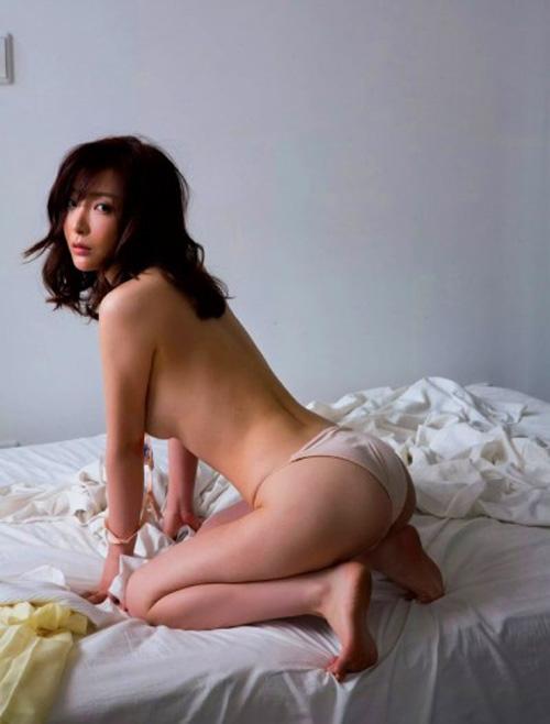 【美乳】美しすぎる31歳こと竹内渉さんの写真集が出るし、画像を集めてみたよ。
