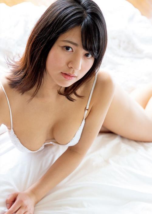【徳江かな(19歳・166㎝・Eカップ巨乳)乳房出し水着グラビア】画像28枚