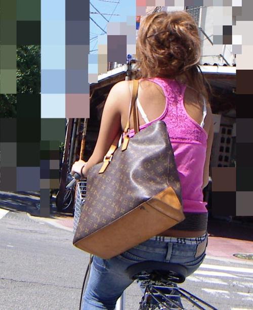 【ブラ紐チラ】ブラの肩紐がチラリしちゃってる素人の街撮り画像29枚