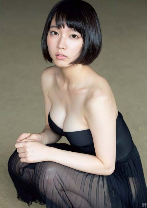 吉岡里帆(25) 久々のグラビアで艶々な美脚セクシー。