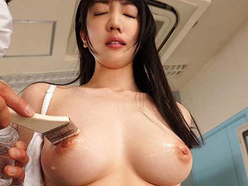 鈴木心春 巨乳女子生徒だけが狙われるセクハラ健康診断で乳首イキ開発