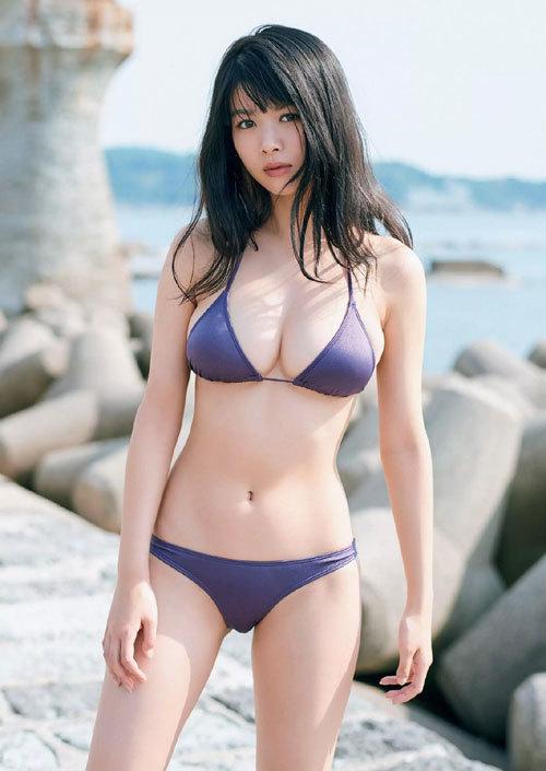 海でビキニからおっぱいはみ出してる女の子3
