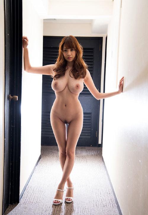 全裸でハイヒールやサンダル履いておっぱい7
