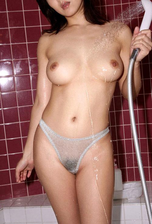 シャワーで濡れ濡れおっぱいが気持ち良さそう2