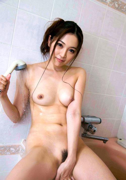 シャワーで濡れ濡れおっぱいが気持ち良さそう19
