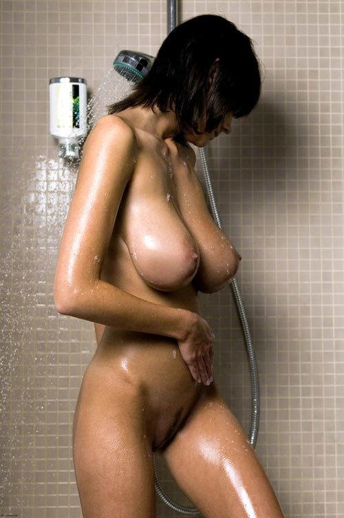 シャワーで濡れ濡れおっぱいが気持ち良さそう23