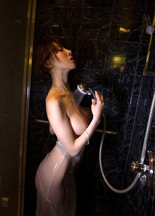 シャワーで濡れ濡れおっぱいが気持ち良さそう29