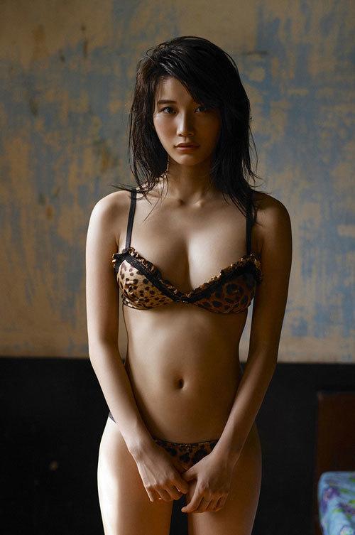 小倉優香のGカップ巨乳にパーフェクトボディ83