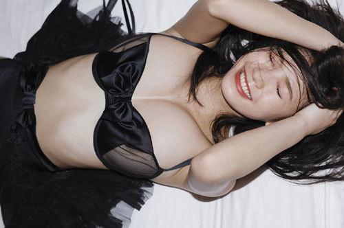 小倉優香のGカップ巨乳にパーフェクトボディ103
