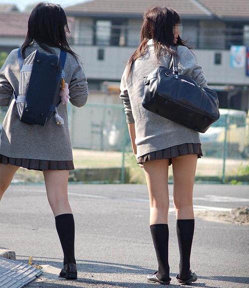 【JK美脚エロ画像】女子校生の甘酸っぱい香り漂う生足にムラムラ…足フェチの俺は十分に興奮したwww