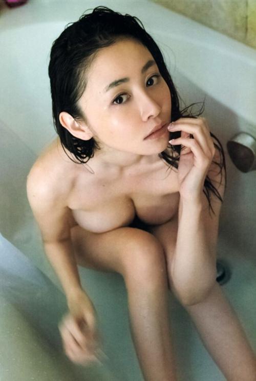 【杉原杏璃 (89㎝・Gカップ巨乳)ノーブラおっぱい尻出しグラビア】画像・動画