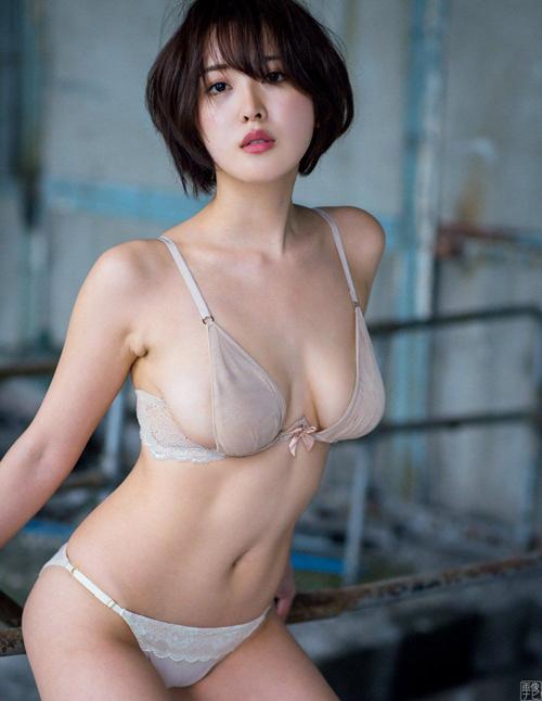 忍野さら(23) 白くて柔らかいエロ乳画像