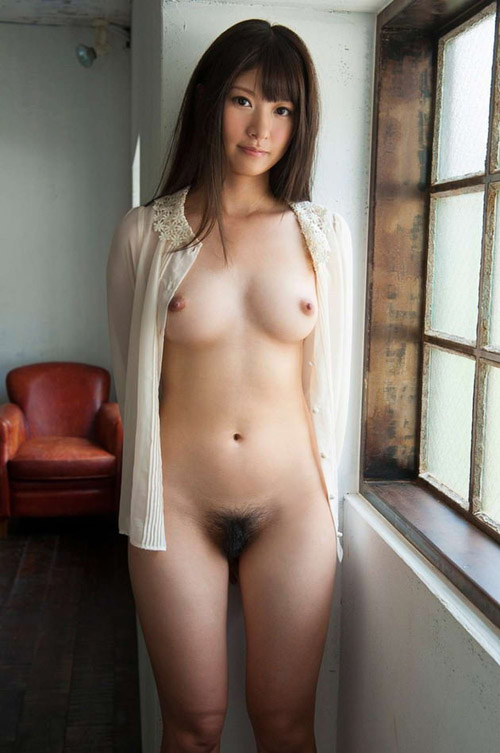 大きな乳房に小さな乳首の美巨乳 画像25枚