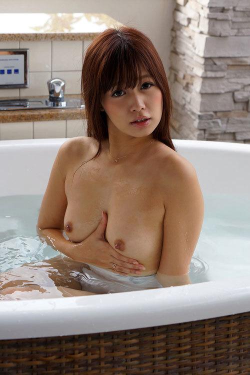 お風呂で湯船に浮かんだおっぱいを揉みまたい8