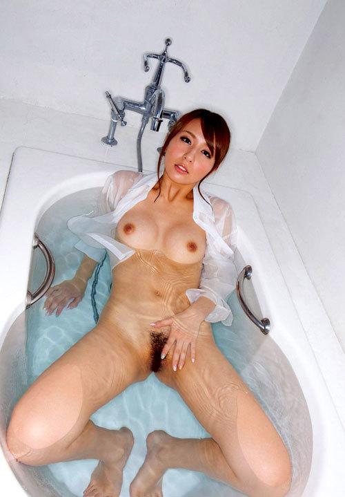 お風呂で湯船に浮かんだおっぱいを揉みまたい27