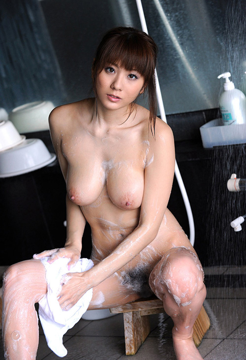 【エロ画像】綺麗なお姉さんの綺麗なおっぱい Vol.26