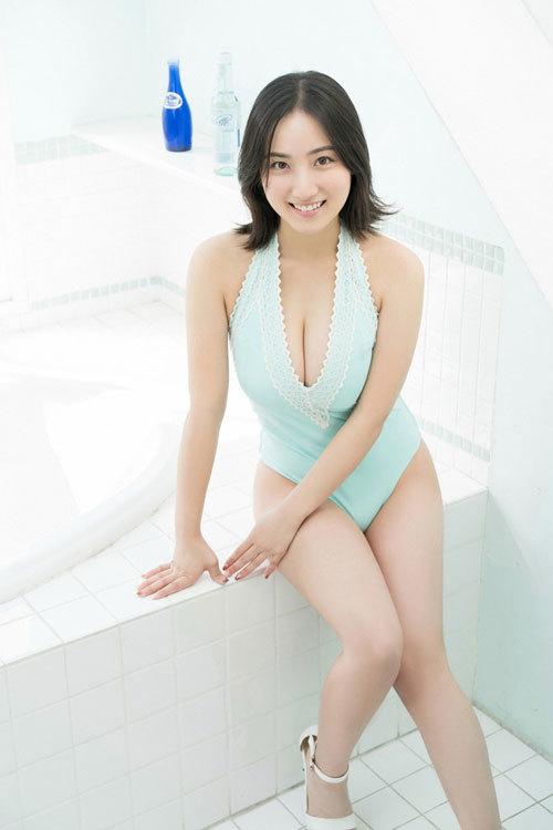 紗綾の水着が海で取れちゃっておっぱいポロリ25