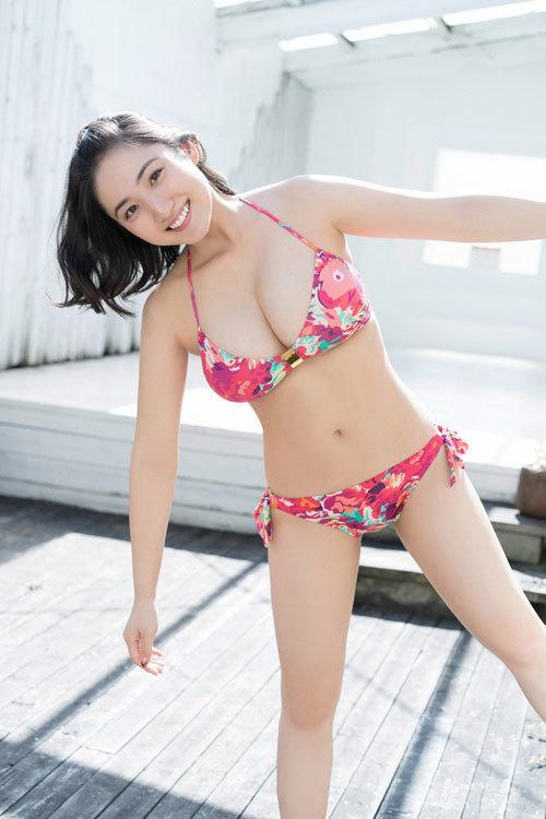 紗綾の水着が海で取れちゃっておっぱいポロリ54