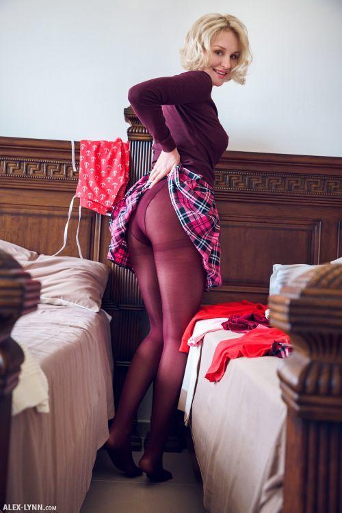 Kery - IN HER ROOM 01