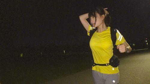 【夜ランニング女子ナンパ!】夜の公園を走る清純スレンダー美女!半ば強引に引き留めホテルへ誘い、スケベな美巨乳ストレッチからの大量潮吹き&イキ過ぎて涙目セックス! - りほ 22歳 医療事務 04