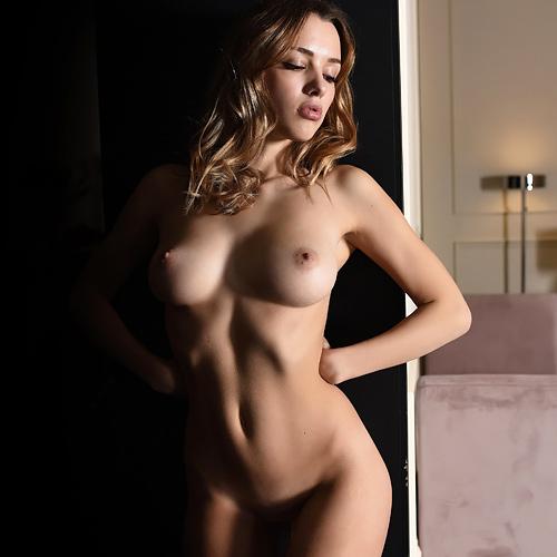 可愛くも美しい顔、どこから見ても完璧なボディ!二次元をはるかに凌駕する、ロシア人超美少女のフルヌードww # 外人エロ画像
