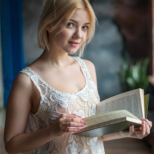 合法□リw19歳になったばかりのロシアン美少女が可愛過ぎ…イケナイ事してる気分で見るマ○コに勃起不可避www # 外人エロ画像