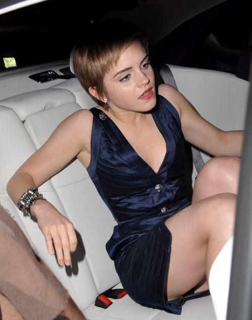 エマ・ワトソンの 乳首チラと大胆パンチラ!w + 乳首ポチの下着試着流出画像 03