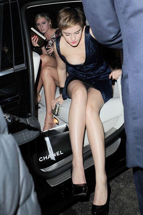 エマ・ワトソンの 乳首チラと大胆パンチラ!w + 乳首ポチの下着試着流出画像 05