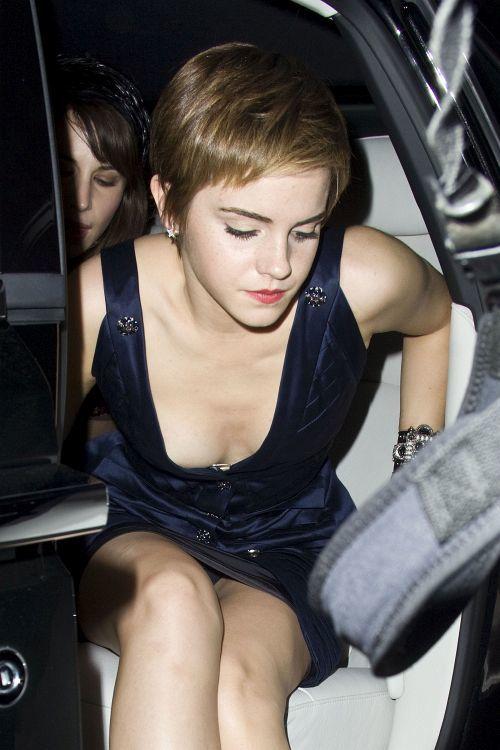 エマ・ワトソンの 乳首チラと大胆パンチラ!w + 乳首ポチの下着試着流出画像 06