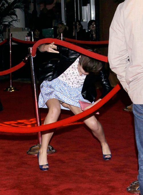 エマ・ワトソンの 乳首チラと大胆パンチラ!w + 乳首ポチの下着試着流出画像 09