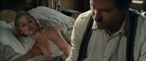 【お宝エロ画像】映画『レッド・スパロー』主演女優ジェニファー・ローレンスの透け乳・横乳など、セクシー画像集めwww 24