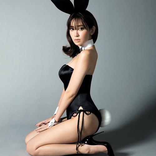 小嶋陽菜、今度は女性誌「sweet」で脱がされる!バニーガール姿が完全に性接待要員・・・