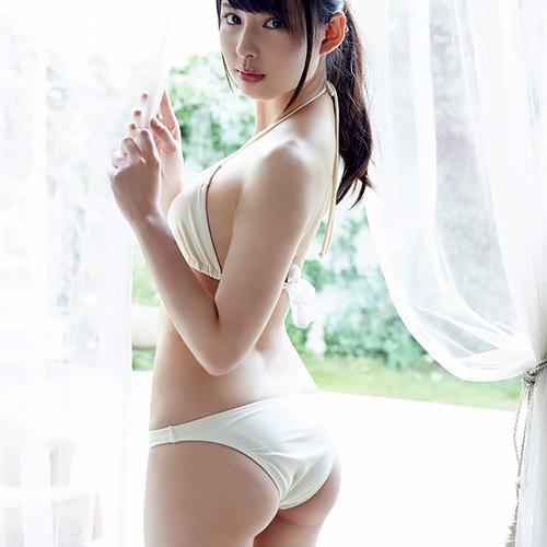 沖口優奈【このお尻イイ】 目力強い美少女の、魅惑のヒップ推し!グラビア画像