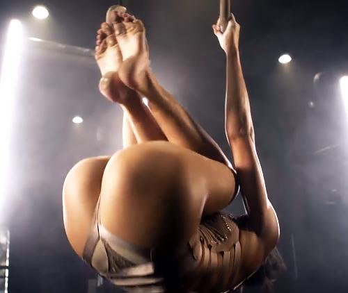 【テイラー・ヒル】学生時代に体操をやってたファッションモデル、エロ衣装で本格的吊り輪演技披露!ケツの食い込みスゴイwww