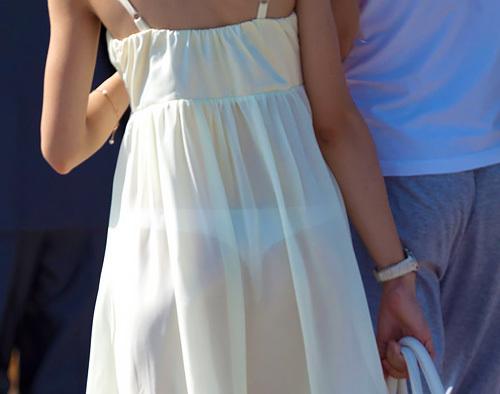 【海外透けパンエロ画像】外国人女性がド派手に下着を見せびらかせてるwww
