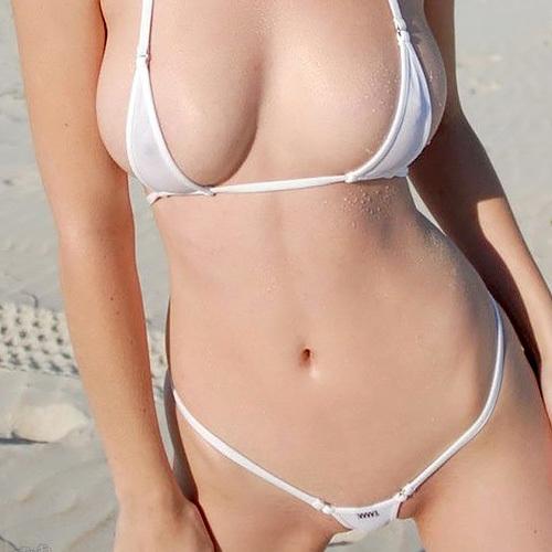 【全裸よりエロい】乳首と股間以外全部見えちゃってるマイクロビキニの女がエロすぎたまらん画像140枚【ほぼ全裸】