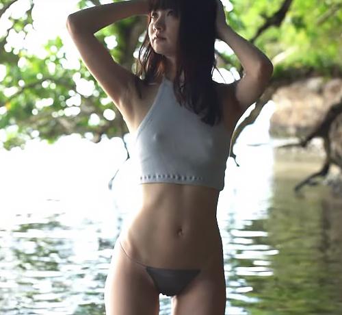 人気グラドル浜田翔子、過激露出でマンスジ晒して乳首ビンビン勃起ww