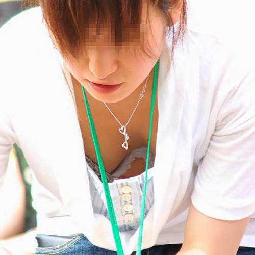 職場のブラチラ・パンチラ・胸チラ画像と体験談wwwww